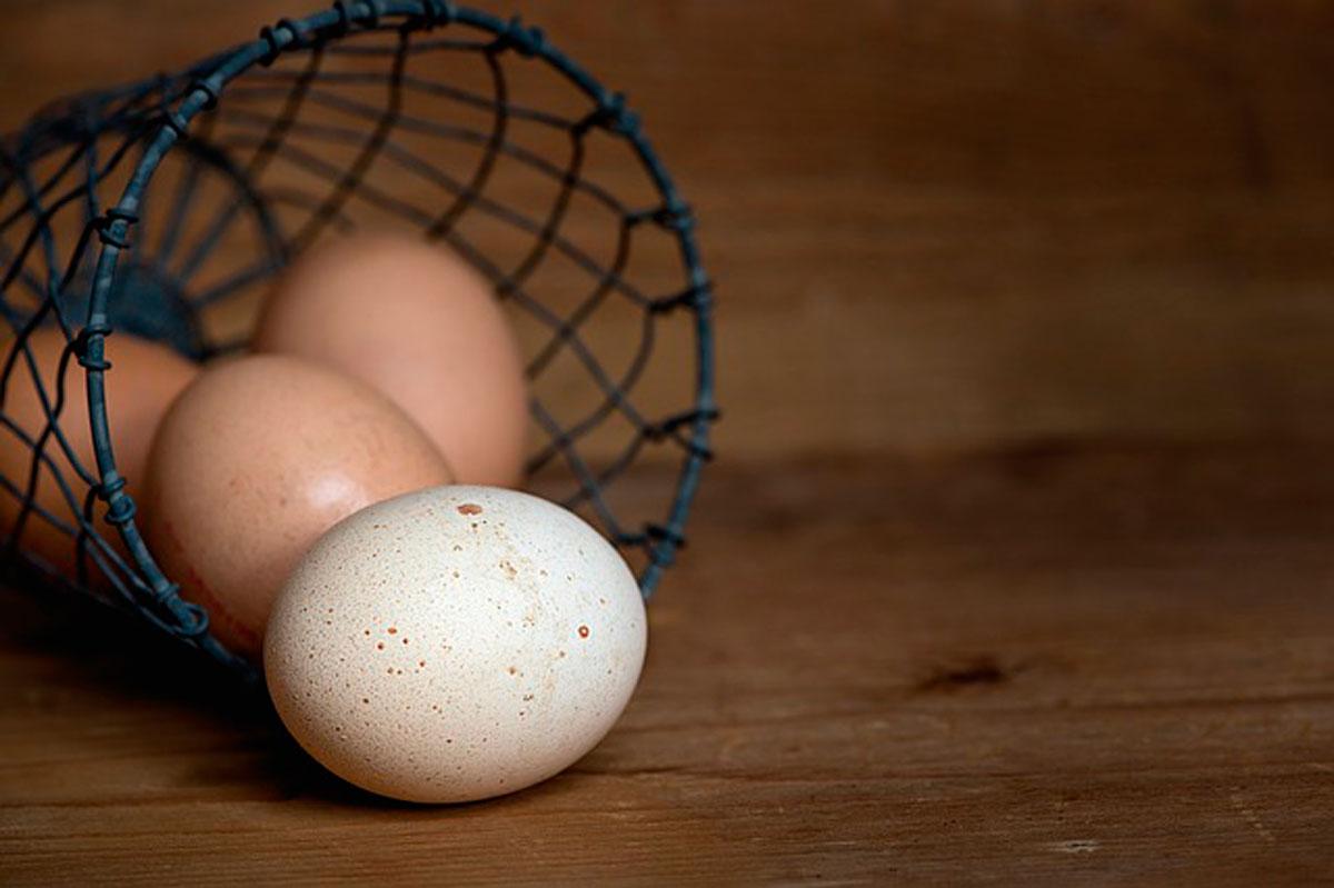 К чему снятся тухлые куриные яйца: сырые, вареные ...