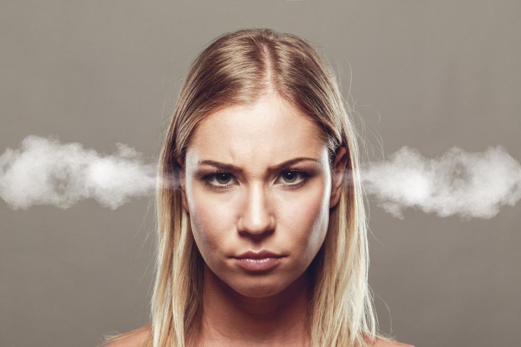 К чему горит левое или правое ухо у человека народные приметы