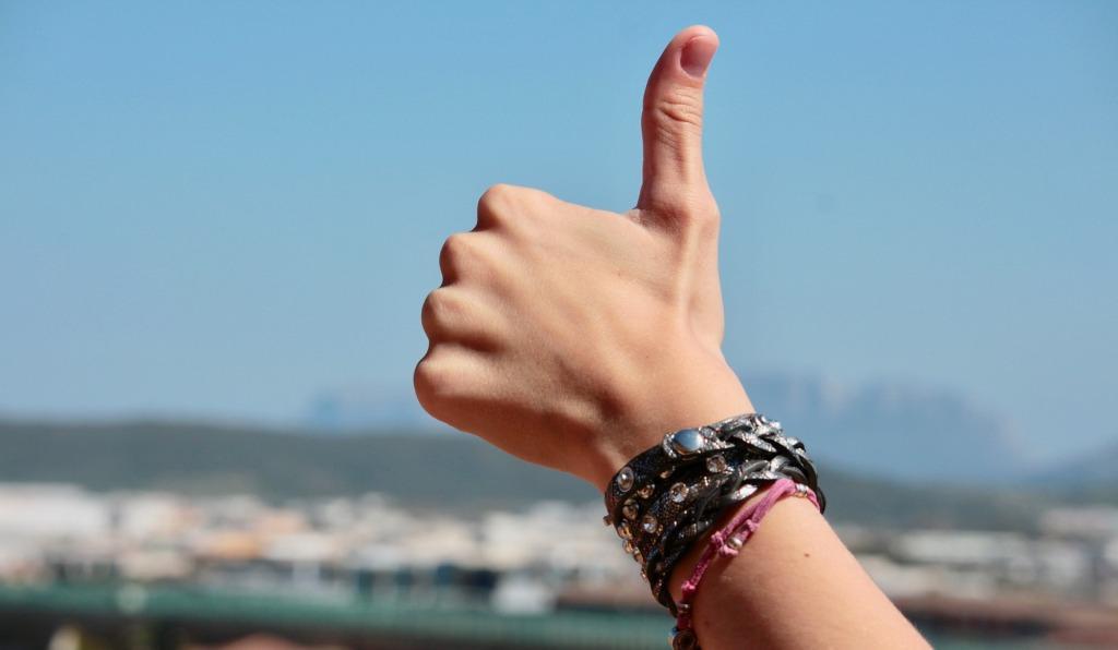 К чему чешутся пальцы правой и левой руки (3 фото видео)