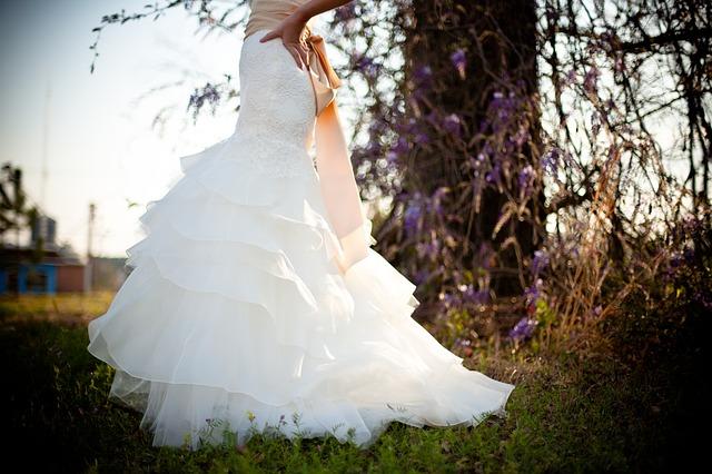 Выбирать свадебное платье во сне: толкование