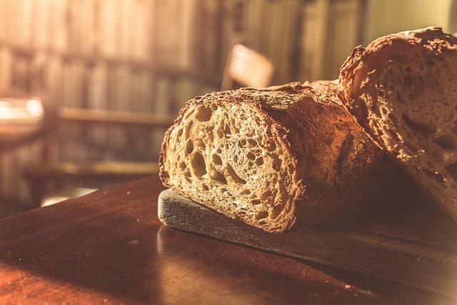 К чему снится хлеб с плесенью женщине или мужчине: толкования сна
